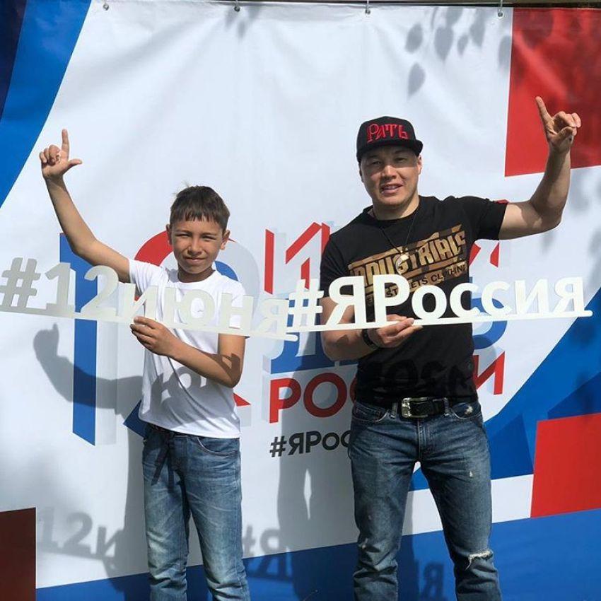 Бойцы поздравляют с Днем России
