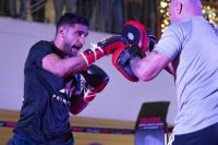 Амир Хан провел открытую тренировку перед боем с Билли Дибом