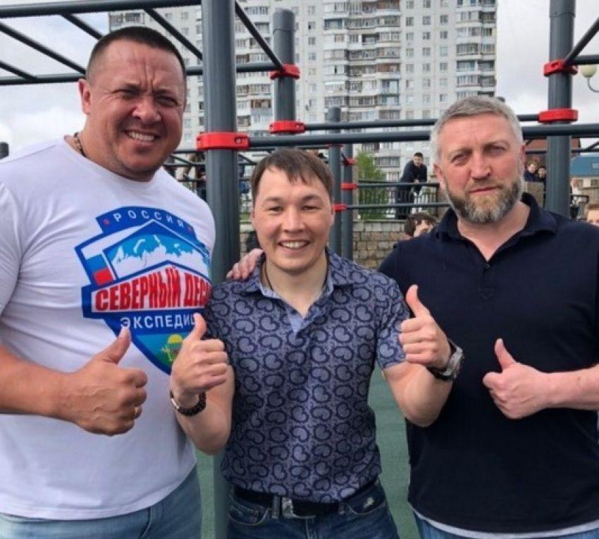 Михаил Кокляев побоксировал в ринге с Русланом Проводниковым