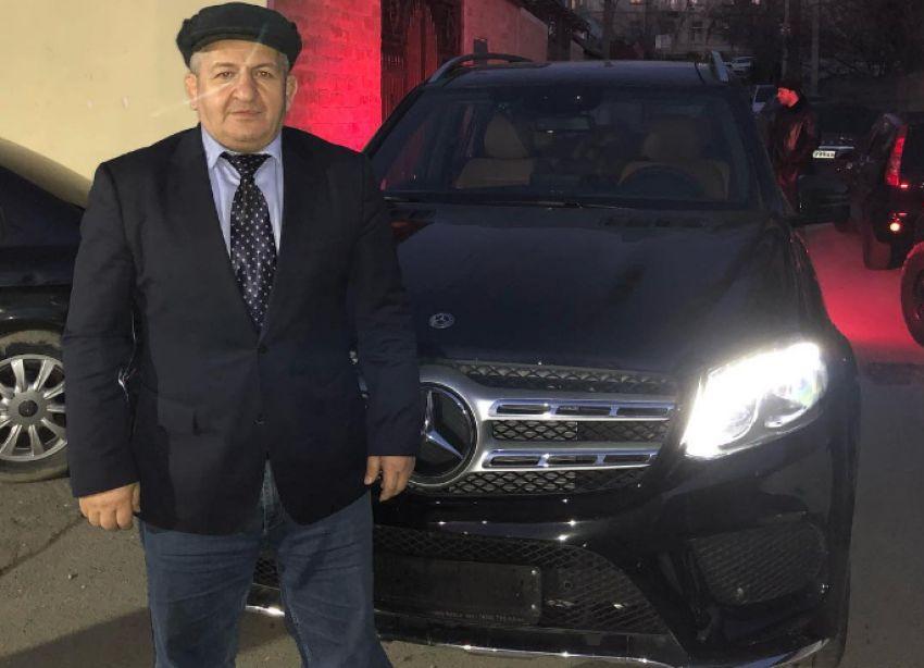 Рамзан Кадыров подарил внедорожник Mercedes-Benz отцу Хабиба Нурмагомедова