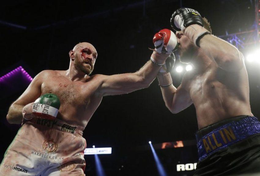 Окровавленный Тайсон Фьюри победил Отто Валлина единогласным решением судей в неожиданно напряженном бою