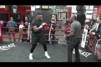 Миллер тренируется к бою с Вахом
