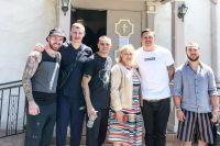 Александр Усик и Иван Редкач посетили церковь в Лос-Анджелесе
