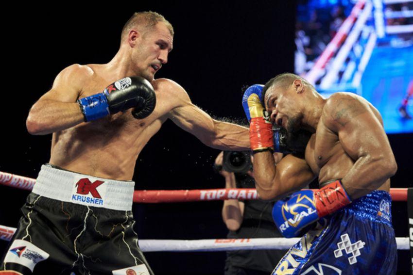 """Уорд: """"Во втором бою с Элейдером Альваресом Ковалев был за один или два удара от того, чтобы угодить в нокаут"""""""