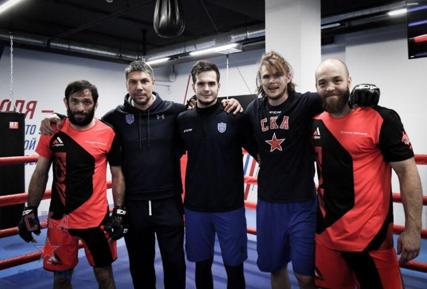 Бойцы промоушена ACA провели тренировку с хоккеистами СКА