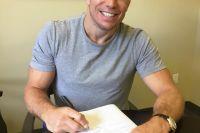 ЖСП официально подписал контракт на бой с Майклом Биспингом UFC 217