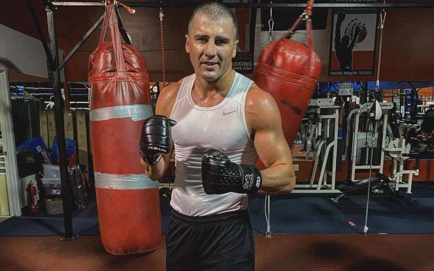 Александр Гвоздик показал интенсивную работу на боксерском мешке