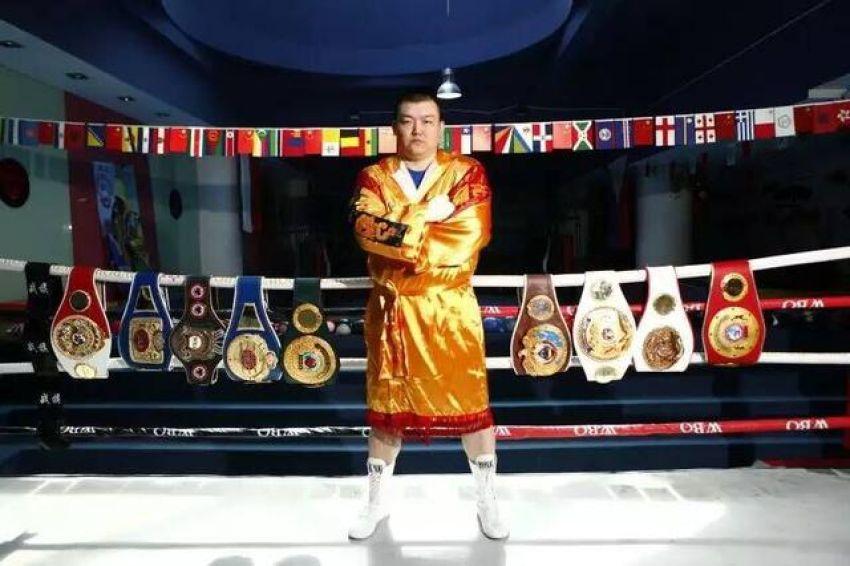 Китайский супертяж Жанг Жунлонг нокаутировал Осборна Мачиману