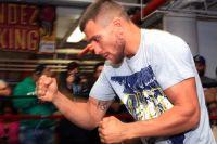 Арум подтвердил, что Ломаченко выйдет на ринг в апреле и вновь попытается объединить пояса