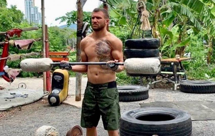 Ломаченко показал в каких условиях тренируются тайские боксеры