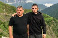 """Хабиб Нурмагомедов выложил пост, посвященный годовщине смерти отца: """"Всех нас положат в могилу, где мы будем одни"""""""