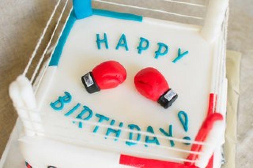 полив, поздравить с днем рождения кикбоксера принес