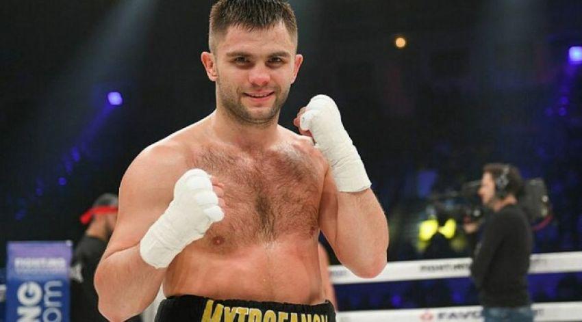 Дмитрий Митрофанов победил Анатолия Хунаняна единогласным решением судей