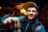 Денис Беринчик досрочно побеждает Аньянву