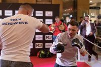 Денис Беринчик и Дмитрий Митрофанов провели открытую тренировку перед поединками в Киеве