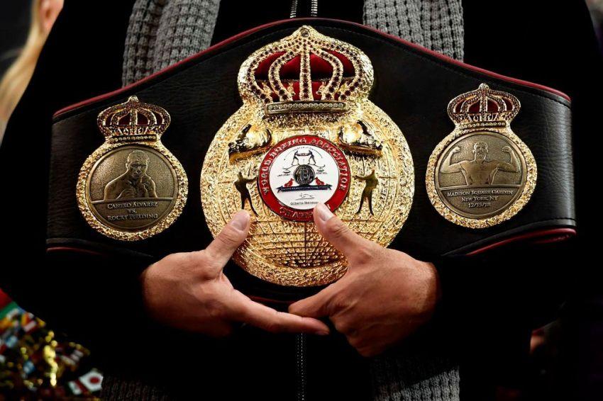 Официально: Сауль Альварес освободил пояс WBA в среднем весе