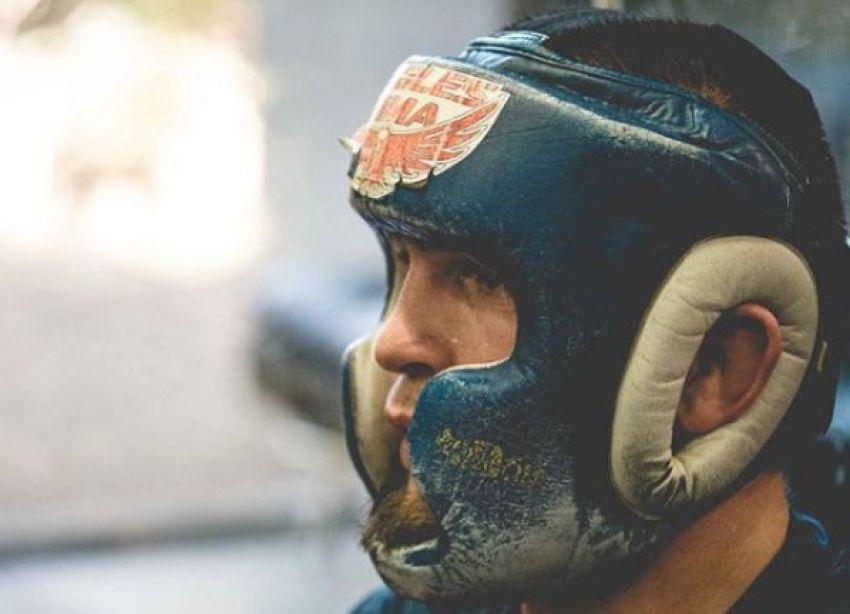 Хабиб Нурмагомедов продемонстрировал свой любимый шлем для спаррингов
