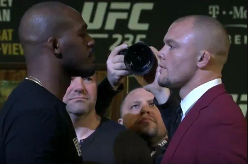 Битва взглядов участников турнира UFC 235: Джон Джонс - Энтони Смит