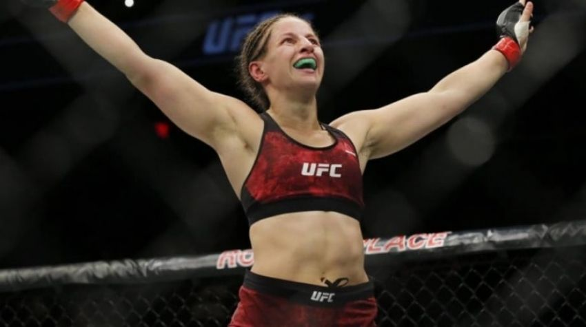 Сара Морас досрочно победила Лиану Джоджуа на UFC 242