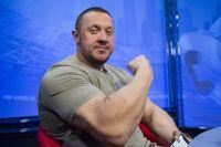 Михаил Кокляев тренирует бокс с Александром Волковым