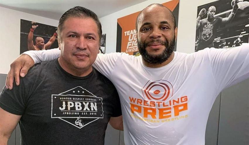 Javier Mendez told the story of how Daniel Cormier once kissed him on the lips.