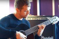Бриедис после месяца обучения игре на гитаре восхитил даже учителя