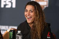 Татьяна Суарес против Нины Ансарофф на UFC 238