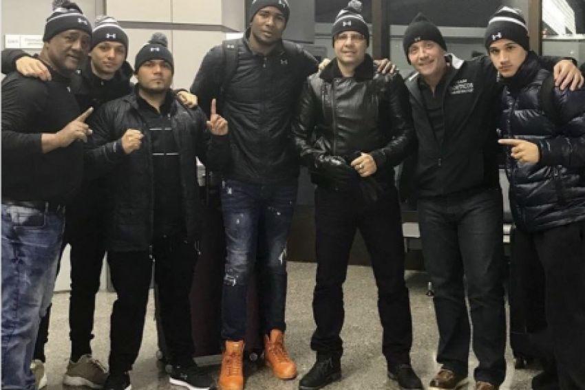 Кадр дня: Юниер Дортикос с командой прилетел в Сочи