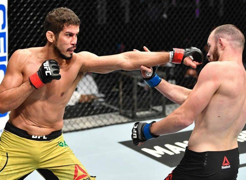 Роман Богатов потерпел поражение Леонардо Сантосу на UFC 251