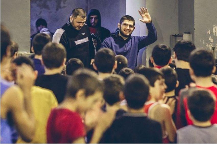 Хабиб Нурмагомедов проведет на малой родине интеллектуальный турнир