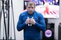 """Александр Емельяненко провел тренировку в бассейне: """"Так любил делать Мохаммед Али"""""""