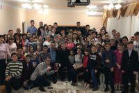 Хабиб Нурмагомедов посетил детский дом в Караганде