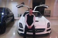 Сауль Альварес и его новый автомобиль