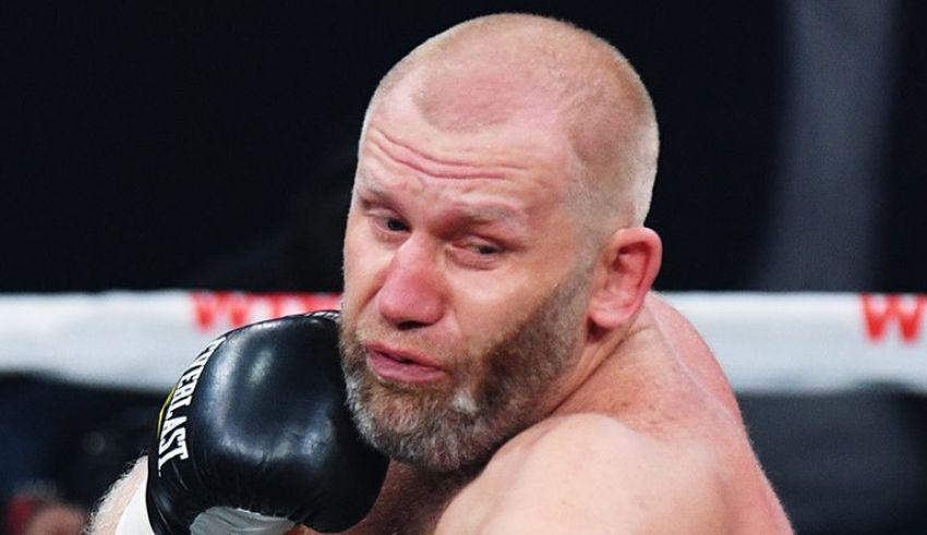 Сергей Харитонов рассказал, что в 15 лет смог нокаутировать 25-летнего тренера по боевым видам единоборств