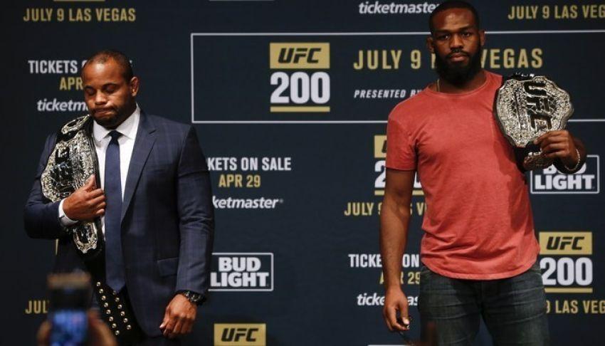 Дана Уайт хотел сделать трилогию Джонс - Кормье на турнире UFC 235 в Лас-Вегасе