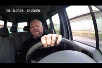 Монсон рассказал о видеоролике, на котором за рулем автомобиля поет песню Цоя «Хочу перемен»