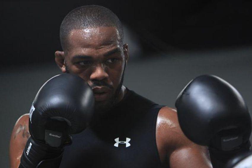 Джон Джонс задумался о поединке по правилам бокса