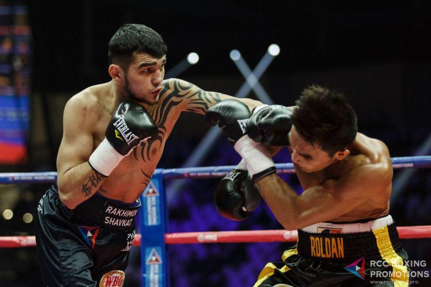 Шавкатджон Рахимов нокаутировал Азингу Фузиле в 8-ом раунде, вызвал на бой Тевина Фармера