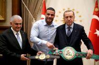 Президент Эрдоган встретился с сирийским боксёром