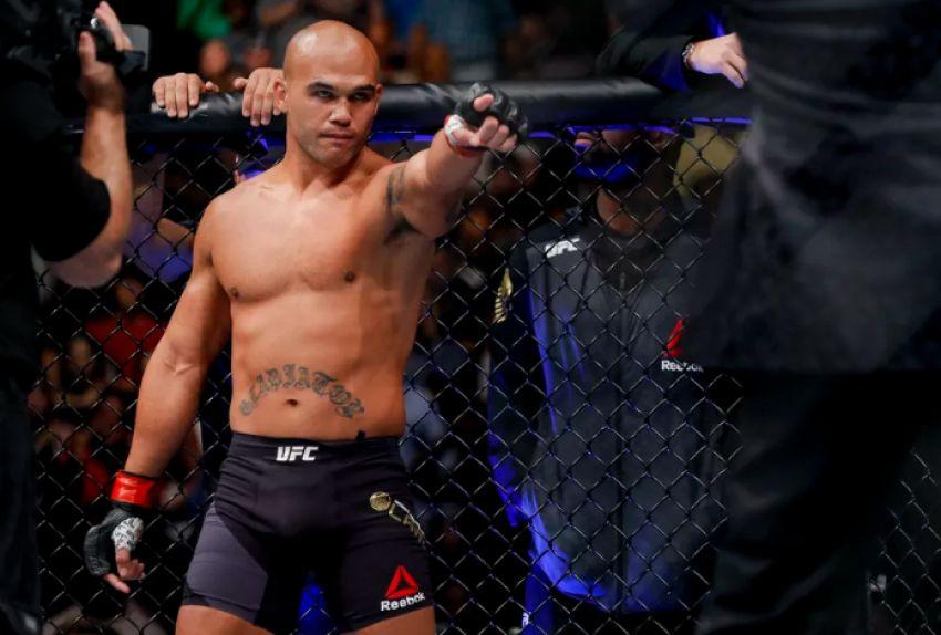 Робби Лоулер сразиться с Рафаэлем Дос Аньосом на турнире UFC в Виннипеге