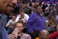 Флойд Мейвезер и Мэнни Пакьяо встретились лицом к лицу на игре НБА