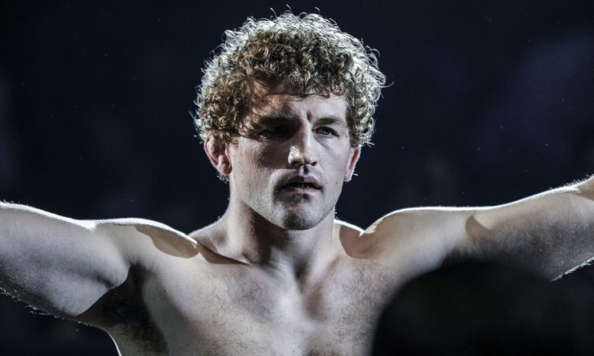 Бен Аскрен одержал спорную победу над Робби Лоулером на UFC 235