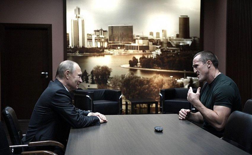 Путин поздравил Лебедева с победой в бою против Флэнэгана