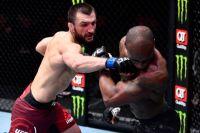 Абубакар Нурмагомедов одержал первую победу в UFC, уверенно одолев Джареда Гудена