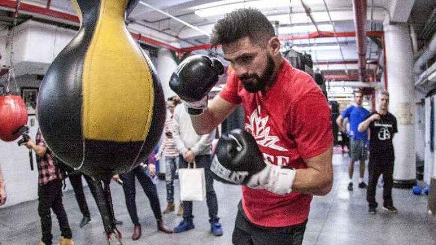 О том как 74-летняя женщина отдала чек боксёру Хосе Рамиресу