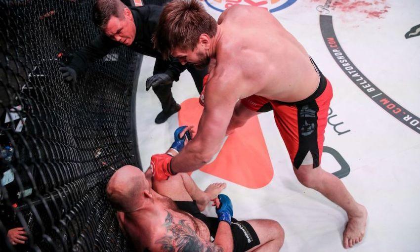 Виталий Минаков нокаутировал Тимоти Джонсона на Bellator 225