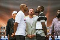 Фото: Юниер Дортикос и Эндрю Табити лицом к лицу на финальной пресс-конференции