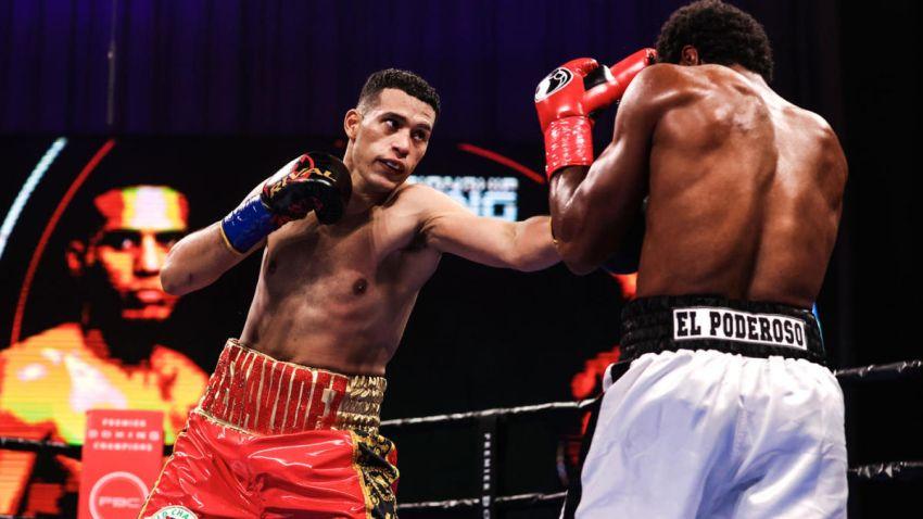 Давид Бенавидес удосрочил Роамера Ангуло, но остался без титула WBC