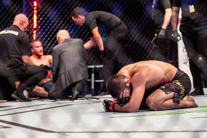 Хабиб Нурмагомедов усыпил Джастина Гэтжи на UFC 254