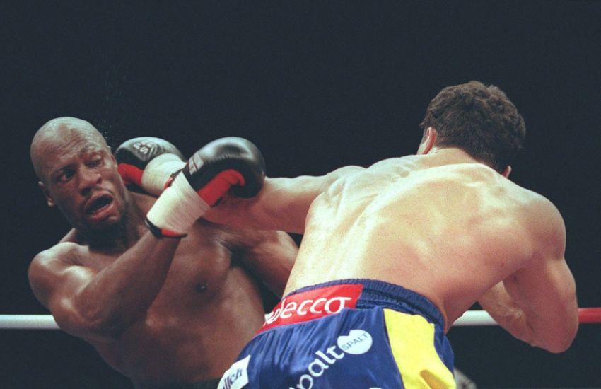 Экс-претендент на титул чемпиона мира в хэвивейте Деррик Джефферсон сражается за жизнь после заражения коронавирусом